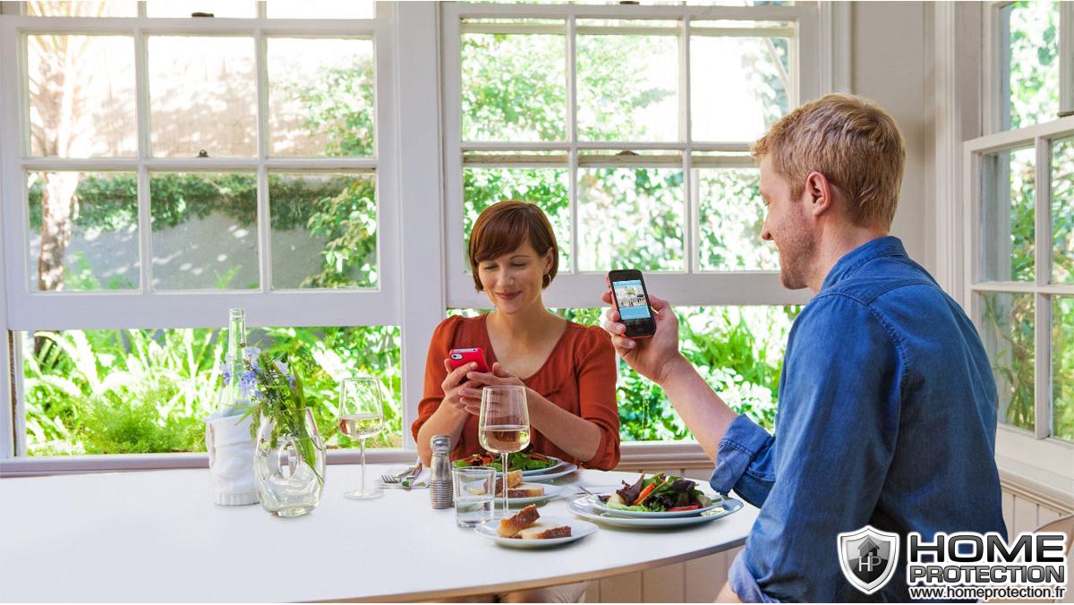 Vérifiez simplement que tout aille bien, soyez rassuré à tout instant grâce à votre caméra IP utilisée en babyphone internet.